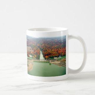 Lago y presa berlin taza clásica