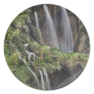 Lagos Plitvice de la palmada de Veliki (cascada) n Platos De Comidas