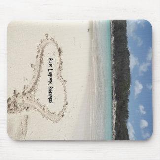 Laguna azul, corazón de Bahamas dibujado en la are Mousepad