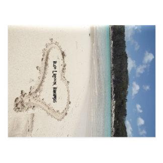 Laguna azul corazón de Bahamas dibujado en la are Tarjeta Postal