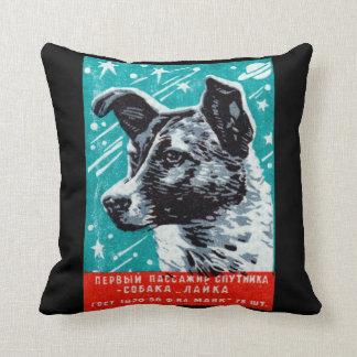 Laika 1957 el perro del espacio cojín decorativo