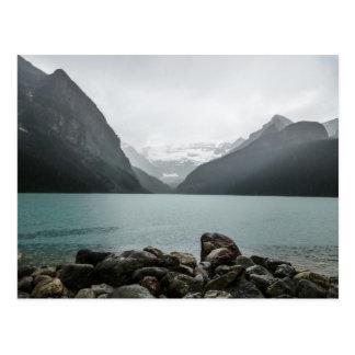 Lake Louise en la lluvia Tarjeta Postal