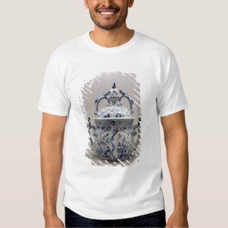 Lambeth Delftware posset pot, blue and white T-Shirt