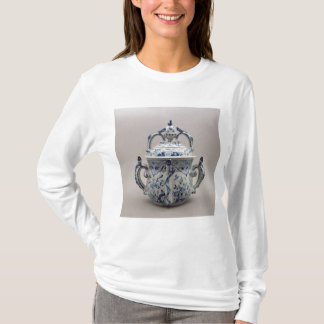 Lambeth Delftware posset pot, blue and white T-Shirt