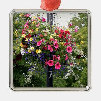 Lamp post & flowers metal ornament