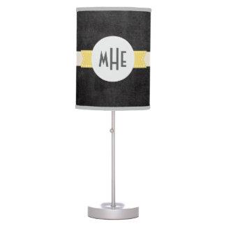 Lámpara de escritorio negra del monograma del mode