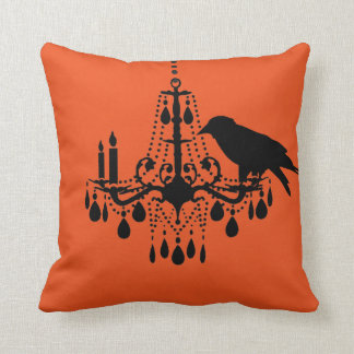 Lámpara de Halloween y almohada anaranjadas del
