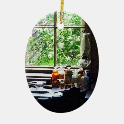 Lámpara de la medicina y de huracán en el escritor ornamentos de reyes