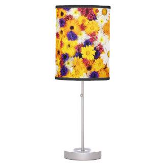 Lámpara de mesa amarilla de la primavera