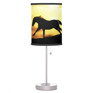 Lámpara de mesa corriente del caballo
