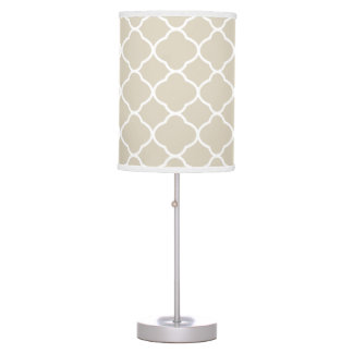 Lámpara de mesa elegante del beige de Quatrefoil