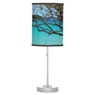 Lámpara de mesa tropical de la bahía del canela de