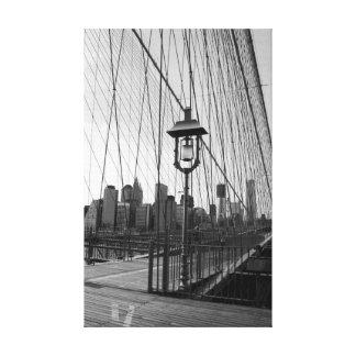 Lámpara de puente de Brooklyn en B&W en lona Lona Envuelta Para Galerias