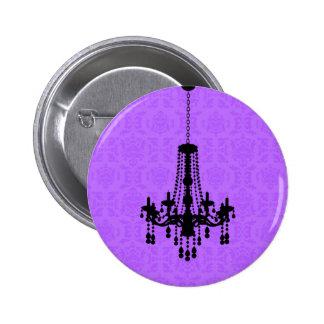 Lámpara en el botón púrpura del damasco pin