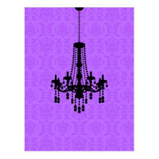 Lámpara en la postal púrpura del damasco
