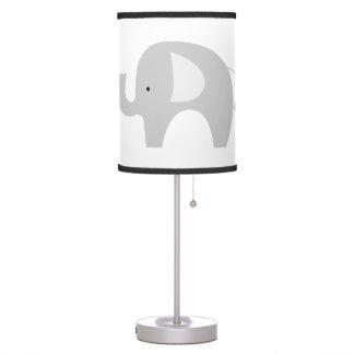 Lámpara gris y blanca del sitio del cuarto de niño