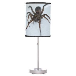 Lámpara negra espeluznante de la araña de
