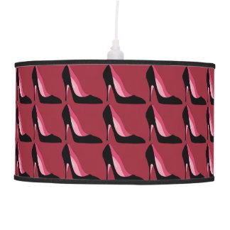 Lámpara pendiente de los tacones altos rosados y