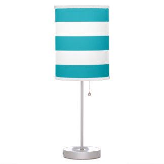 Lámpara rayada ancha moderna en trullo