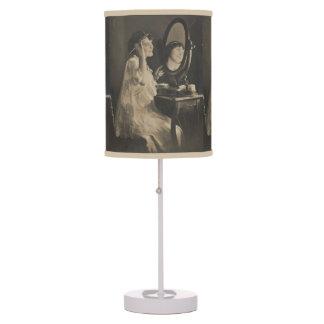 Lámparas de mesa hermosas de señora Vintage