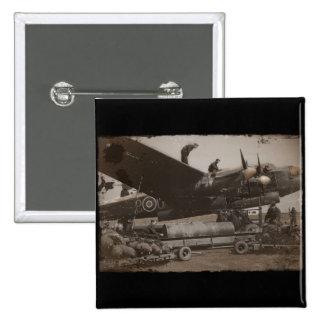 Lancaster que es cargada con las bombas pins