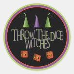 Lance a los pegatinas de las brujas de los dados pegatina redonda