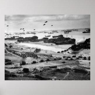 Lanchas de desembarco que ponen el cargo en tierra poster