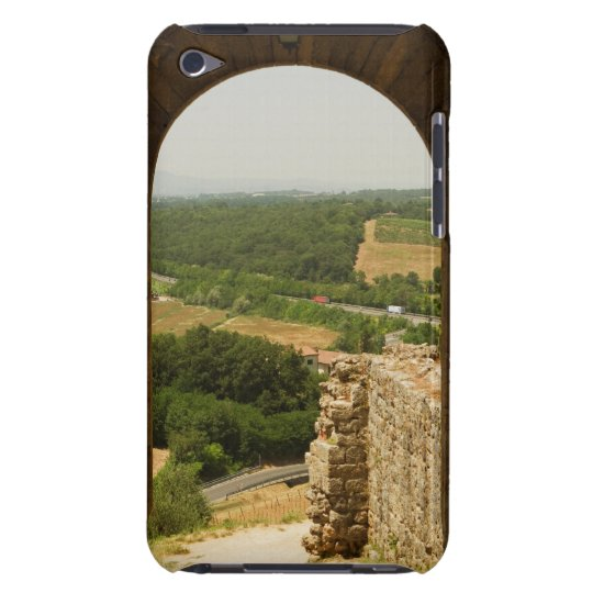 Landscape viewed through an archway, Porta iPod Touch Cover