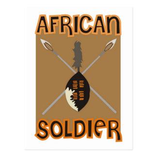 Lanza y escudo africanos tradicionales del soldado postales