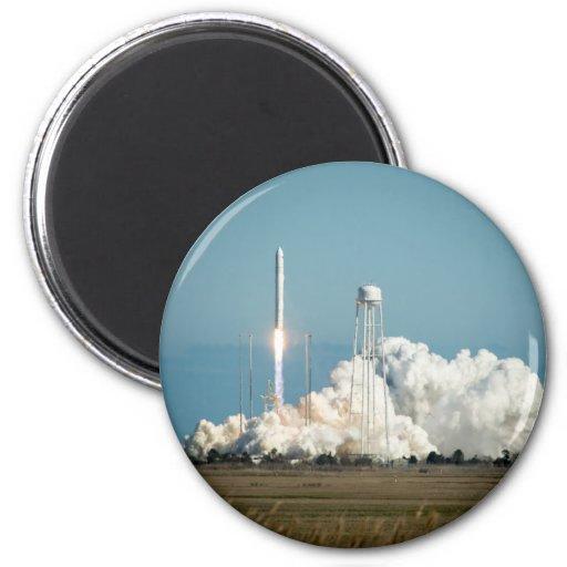 Lanzamiento de Antares Rocket Imanes