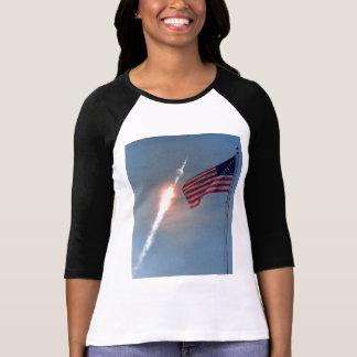 Lanzamiento de Apolo 11, con la bandera, NASA Camisetas