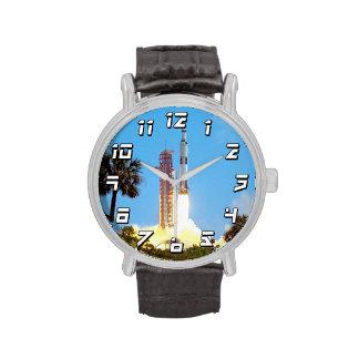 Lanzamiento de Apolo 16 Relojes De Pulsera
