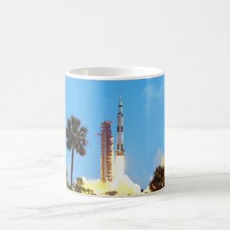 Lanzamiento de Apolo 16 Taza Clásica