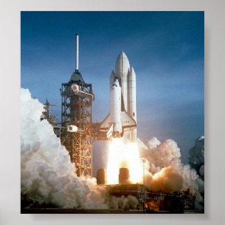 Lanzamiento de Columbia del transbordador espacial Póster