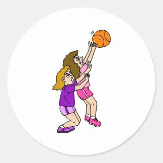 Lanzamiento del baloncesto de los chicas pegatina redonda