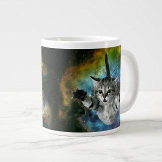 Lanzamiento del gatito del universo del gato de la taza grande