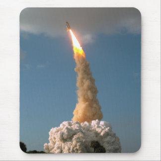 Lanzamiento del telescopio de NASAs Hubble Alfombrillas De Ratones