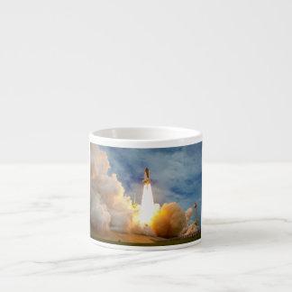 Lanzamiento final de la misión del transbordador e taza espresso
