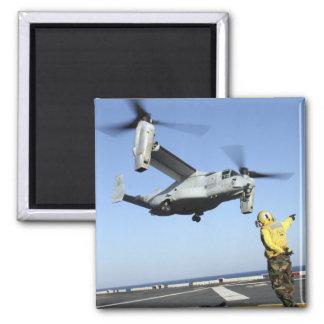 Lanzamientos De un MV-22 Osprey del USS Nassau Imán Cuadrado