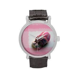 lapa en imagen de la playa de la cáscara del rosa relojes