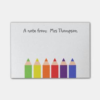 Lápices coloreados nota post-it