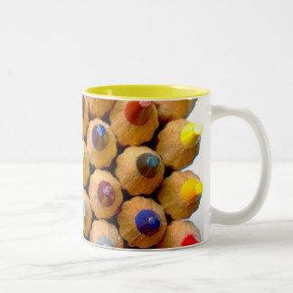 Lápices coloreados taza de café de dos colores