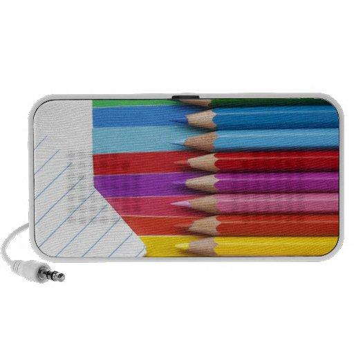 Lápices coloridos sistema altavoz