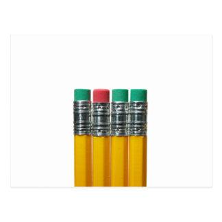 Lápices sobre blanco postal