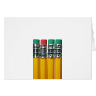 Lápices sobre blanco tarjeta