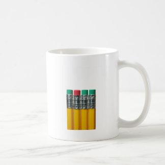 Lápices sobre blanco tazas