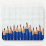 Lápices y papel cuadriculado alfombrillas de ratón