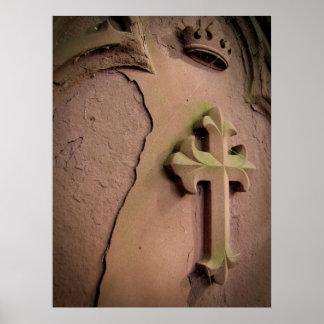 Lápida mortuaria cruzada de piedra póster