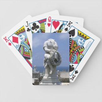 Lápida mortuaria sin cabeza barajas de cartas