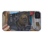 Lápiz contra la cámara - león poderoso iPhone 4 Case-Mate fundas